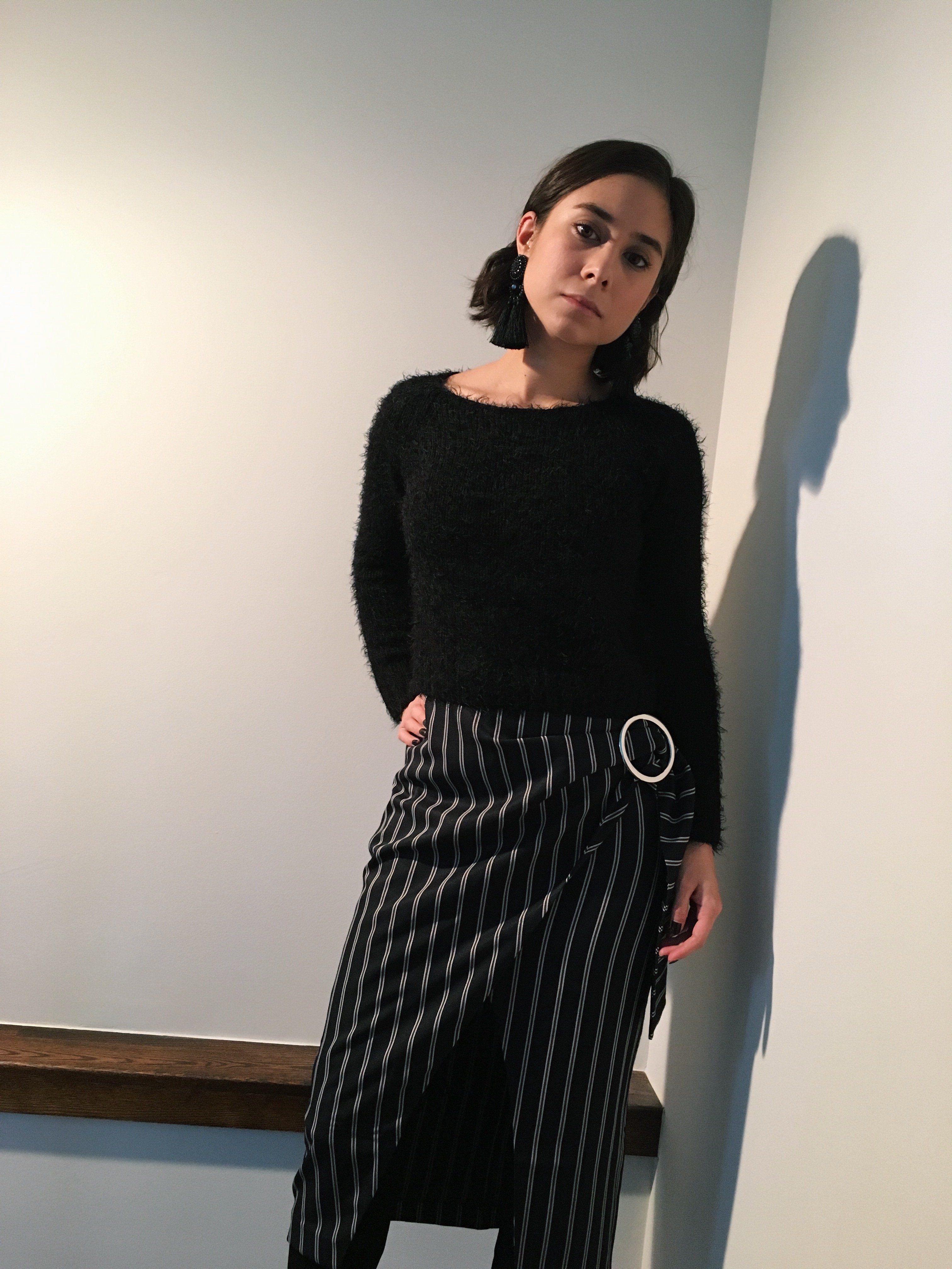 comfortable and stylish thanksgiving outfit, how to wear mid-length skirt for petite girls