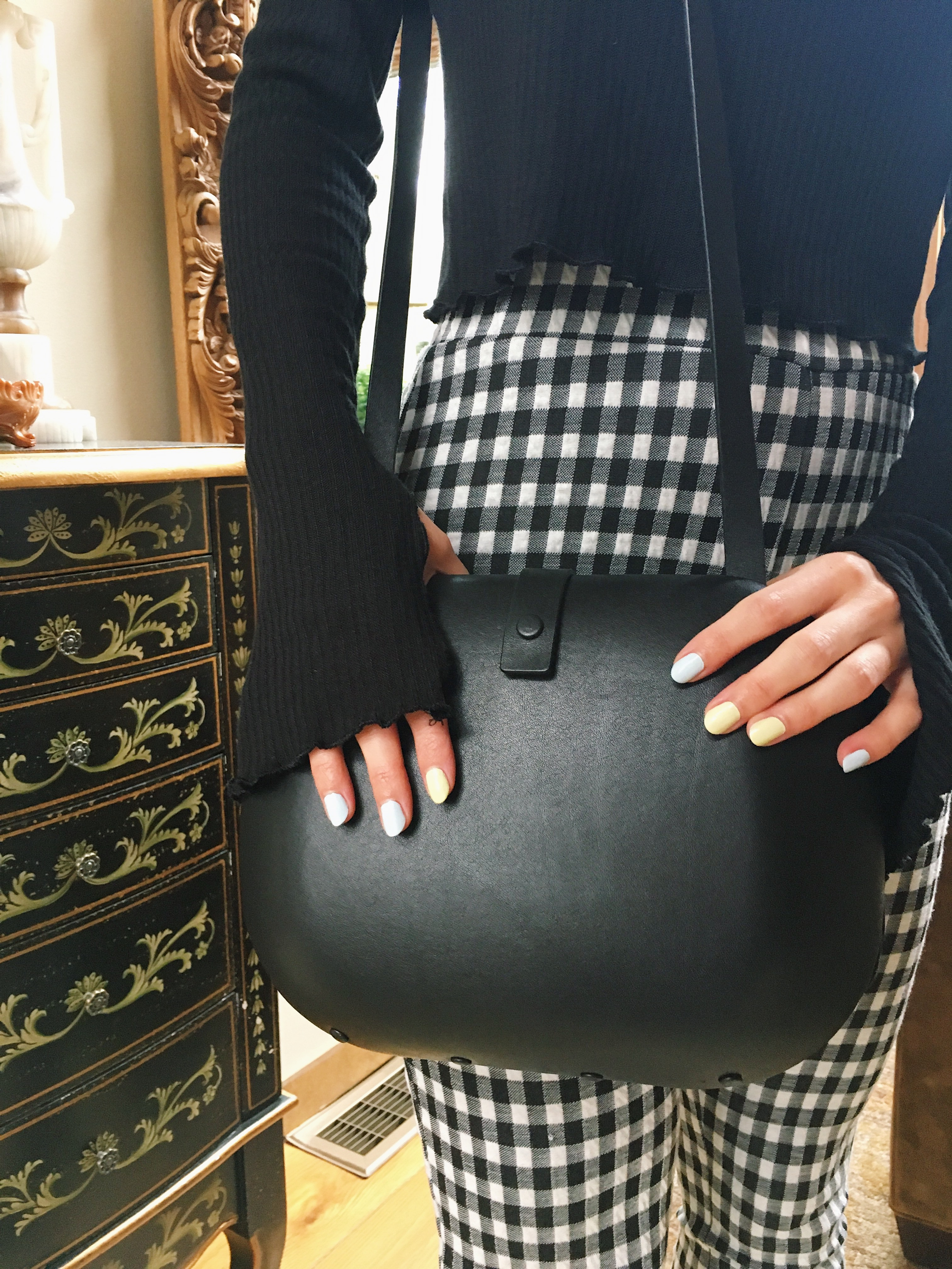 boston fashion blogger in gingham pants, black COS purse, spring trends
